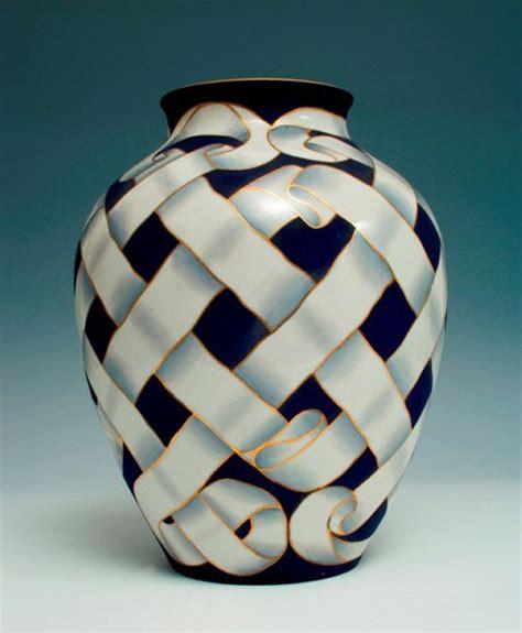 doccia manifattura ginori porcellane decorate gariboldi vaso con decoro di nastri intrecciati