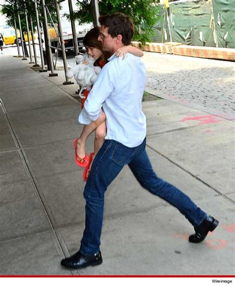 Tom Cruise Attacks Nyc Hollyscoop by Tom Cruise Reunites With Suri In New York City