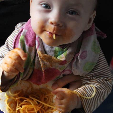 was darf baby wann essen essen darf kein zwang sein geborgen wachsen