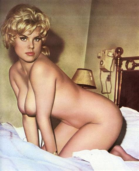 Vintage Porn A Blonde Vintage Classic Lipstick Bed Image Uploaded By User Biandreah At Fantasti