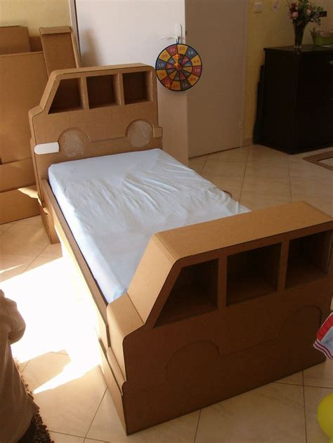 cardboard bed lit en carton cardboard bed carton cardboard pinterest