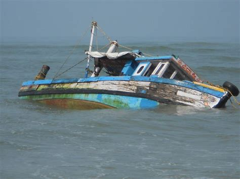 ten people dead in lamu boat accident ebru tv kenya - Boat Crash Barton Lake