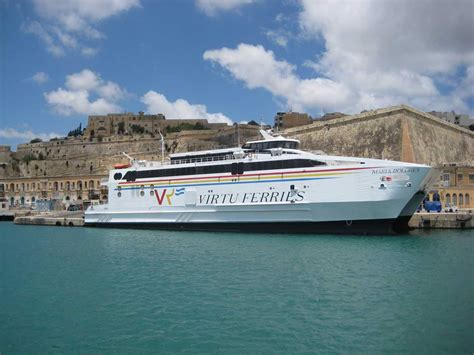 catamaran ferry malta pozzallo collegata con malta con servizi giornalieri in