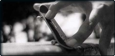 Mainan Anak Skateboard Mini Atau Fingerboard apa itu fingerboard