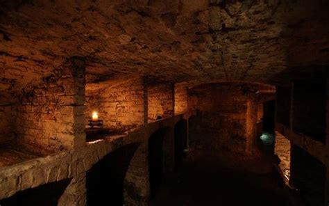 explore underground vault in edinburgh edinburgh ghost tour old town vaults