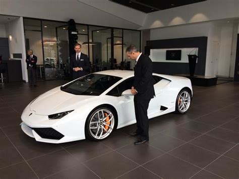 Melbourne Lamborghini The Huracan Meets Its Australian Fans At Lamborghini Melbourne
