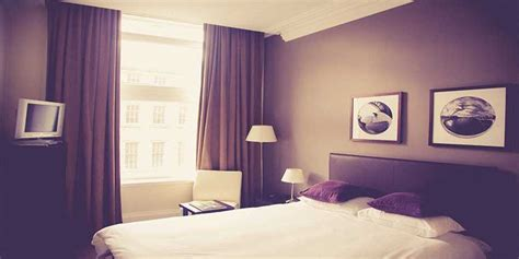 hotel room tip 13 essential hotel safety tips aig ireland