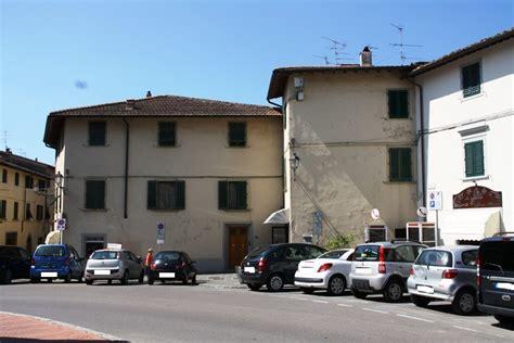 Erbe Per Andare In Bagno by Borgo Sarchiani E Piazza Delle Erbe Malumore Fra I