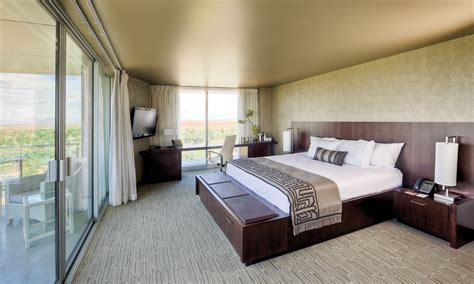 executive king hotel room