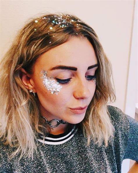 design roots instagram glitter highlight with matching glitter roots makeup