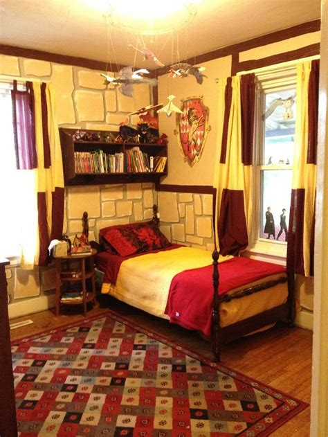 hogwarts bedroom ideas harry potter gryffindor bedroom sutton pinterest