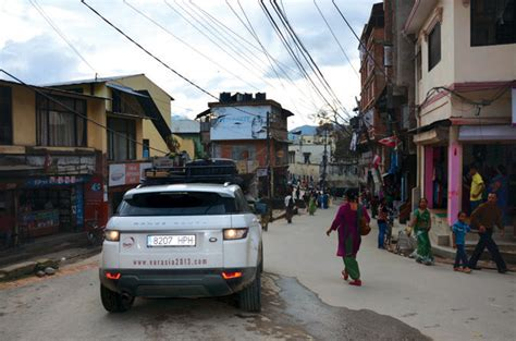 nepal land rover driving through nepal on a range rover evoque autolife nepal