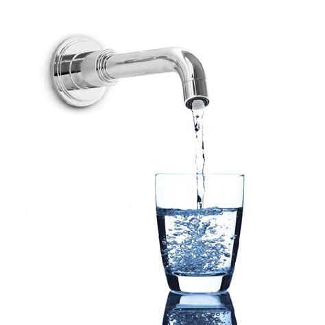 bere acqua rubinetto 10 buoni motivi per bere l acqua rubinetto