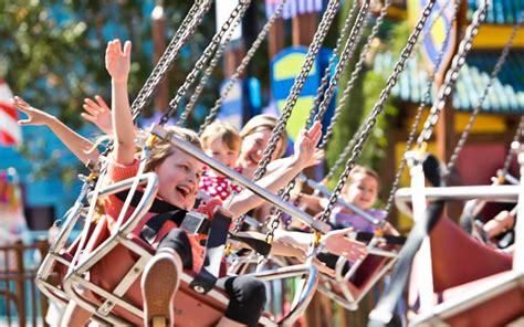theme park australia 5 extremely fun australian theme parks 30 day adventures