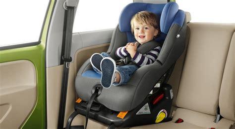como colocar una silla de bebe en el coche