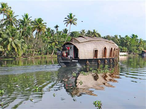 1325243752 backwaters du kerala a dans les backwaters kerala inde house boat sur un
