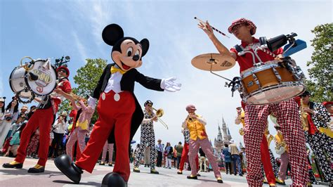 theme park band shanghai disneyland hits 11m admissions in first year