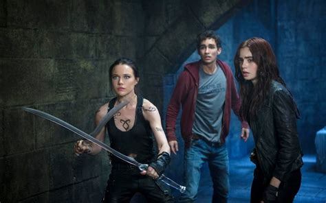 city of bones the mortal instruments city of bones image 01