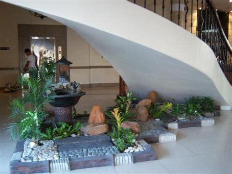desain interior rumah pohon taman kering ciptakan keasrian dalam desain interior