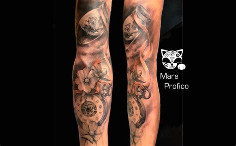 tatuaggio su braccio in bianco e nero mara tattoo studio