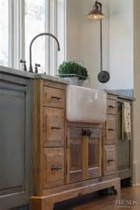 Kitchen Cabinets With Sink 35 Cozy And Chic Farmhouse Kitchen D 233 Cor Ideas Digsdigs