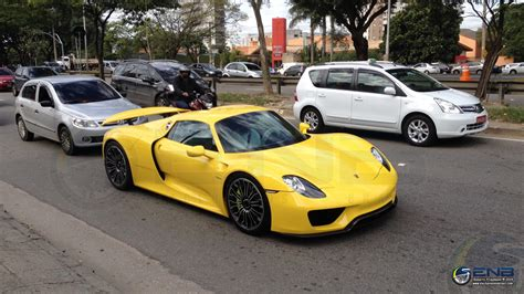 porsche 918 racing racing yellow porsche 918 spotted in