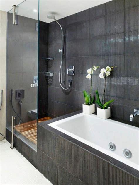 moderne badgestaltung mit einer badewanne dusche wand