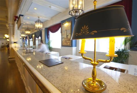 disneyland hotel front desk hotel disney s newport bay club in disneyland paris