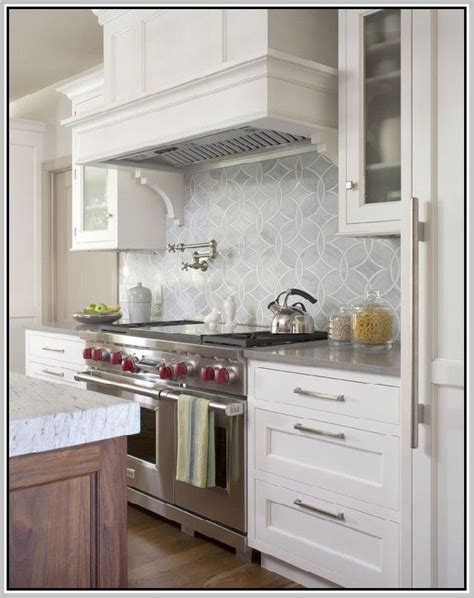 lowes kitchen backsplash best 25 lowes backsplash ideas on oak kitchen