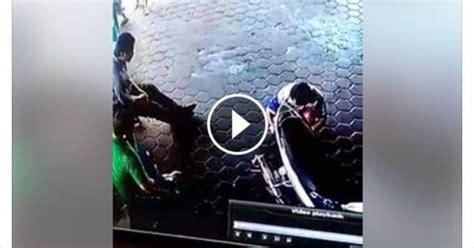 detik detik kiamat video detik detik penyelamatan seorang ayah terhadap dua