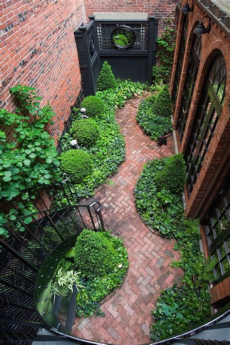 inspiring gardens design inspiring small courtyard garden design for your house