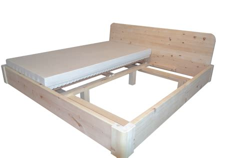 bett zirbenholz bett aus zirbenholz kaufen nachtkstchen aus zirbe