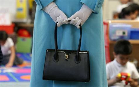 queen elizabeth purse queen elizabeth uses her handbag as a secret code travel