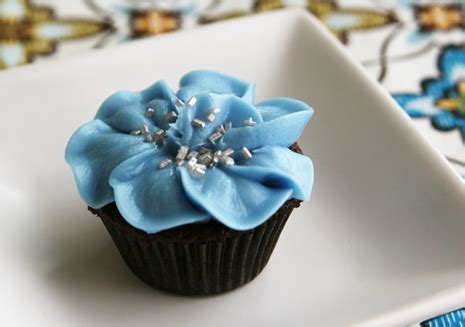 How To Decorate A Cupcake by How To Decorate Cupcakes Buttercream Flowers Easy Recipes Tips Ideas And Musings