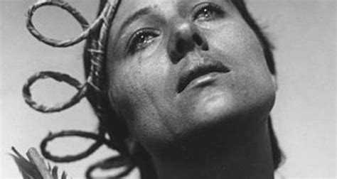 filme stream seiten the passion of joan of arc a beginner s guide to silent cinema one room with a view