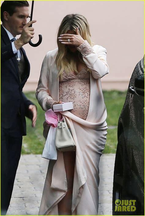 khloe kardashian celebrates baby shower  family