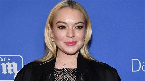 lindsay lohan friends lindsay lohan s friends and family want her back in the us