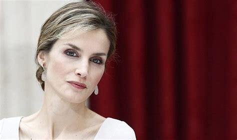 cnn reporter side gray hair dyed el lado desconocido de la actividad de la reina letizia en