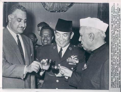 Rp 10 Soekarno 1960 30 and photos of pandit jawaharlal nehru abhisays