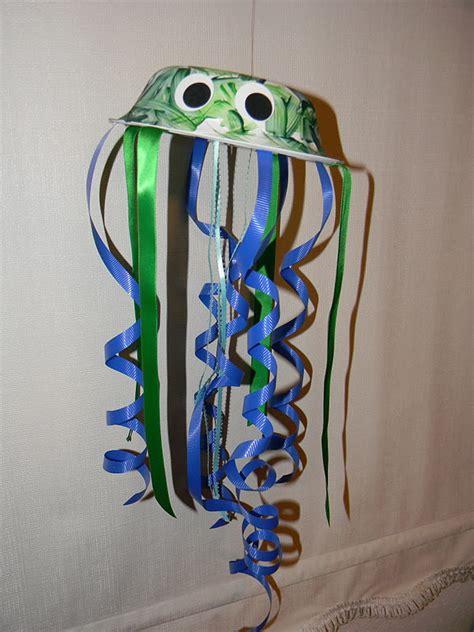 Paper Jellyfish Craft - teach grow j week jellyfish craft