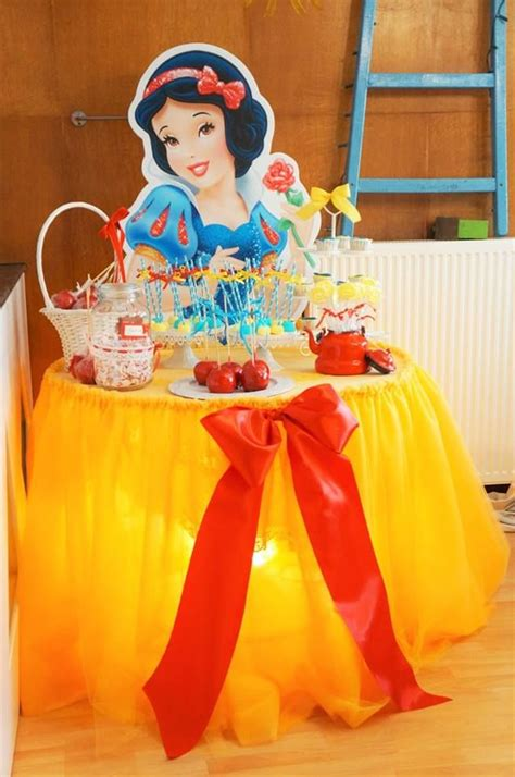 Snow White Decorations by 1000 Ideas About Snow White On Snow
