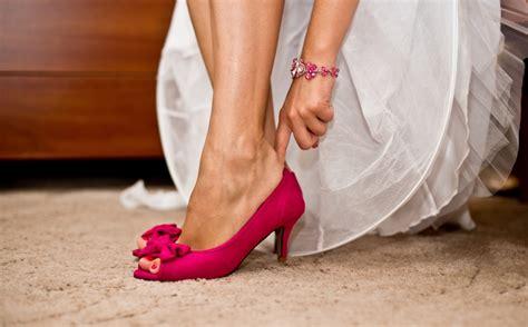 Farbige Brautschuhe by Hochzeitsoutfit Mit Farbe Akzente Setzen