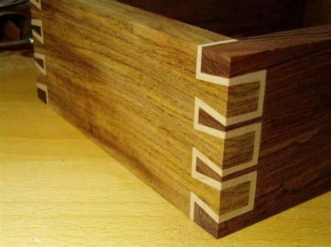 hand cut double dovetail  woodworking projects