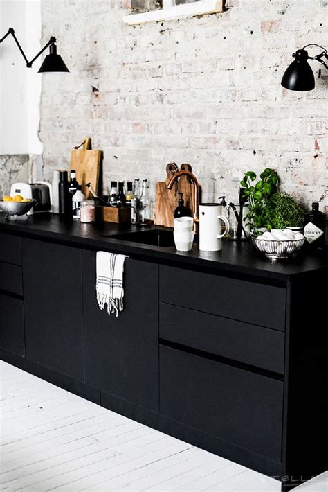 Black And White Kitchen Cabinets by 34 Timelessly Black And White Kitchens Digsdigs