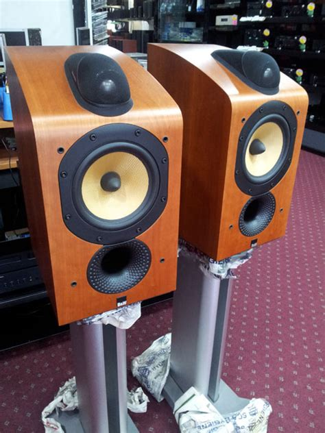 b w 705 bookshelf speaker with stand used