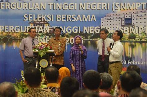 Universitas Airlangga 1 unair selenggarakan sosialisasi penerimaan mahasiswa baru