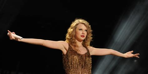 taylor swift belongs to which country taylor swift has top grossing tour of 2011 sounds like