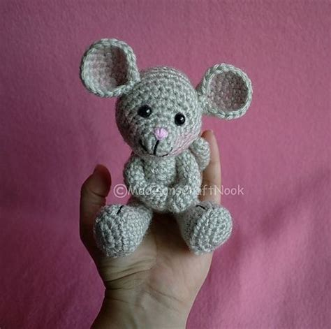 cute mouse pattern morris the mouse free crochet pattern hehehe i had to