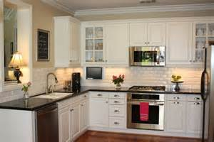 This is one beautiful kitchen i love the contrast of light cabinets