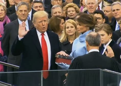 donald trump presiden ke donald trump resmi sebagai presiden as ke 45 reportase news